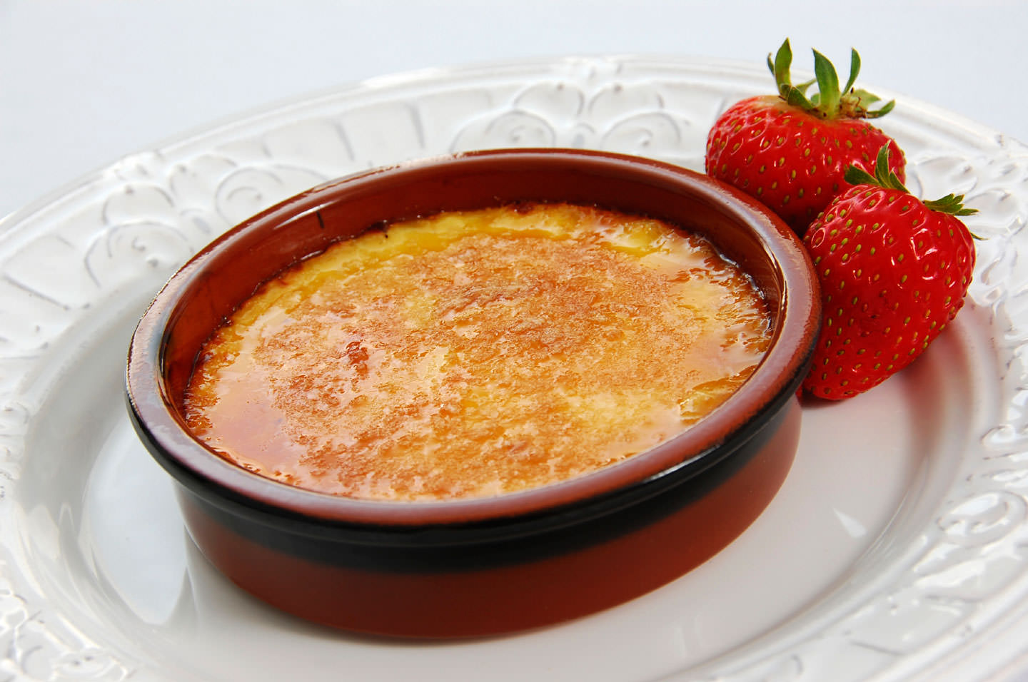 White-Chocolate-Strawberry-Creme-Brulee
