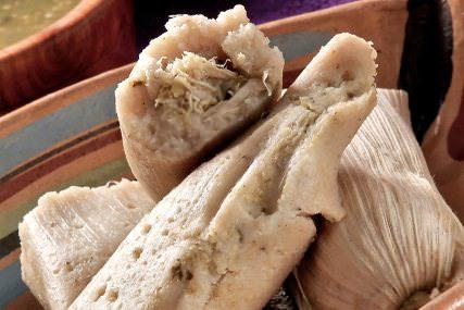 Tamales de pollo con salsa verde