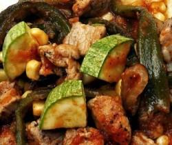 Calabacita con carne de puerco y elote