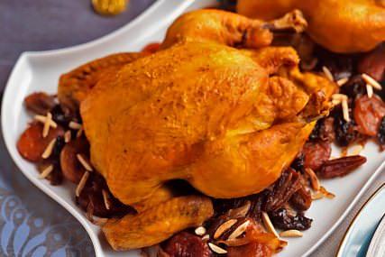 Pollo rostizado en salsa de frutos secos