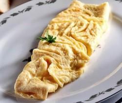 Omelette de huevo jamon y queso