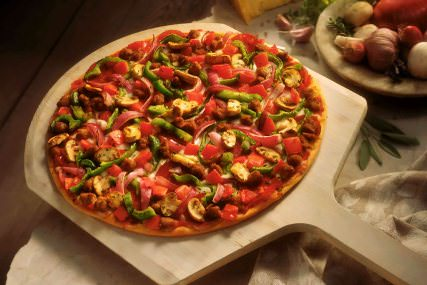 Pizza de vegetales y queso mozzarella