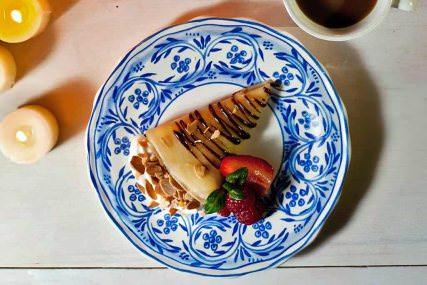 Crepas con relleno de almendra y chocolate